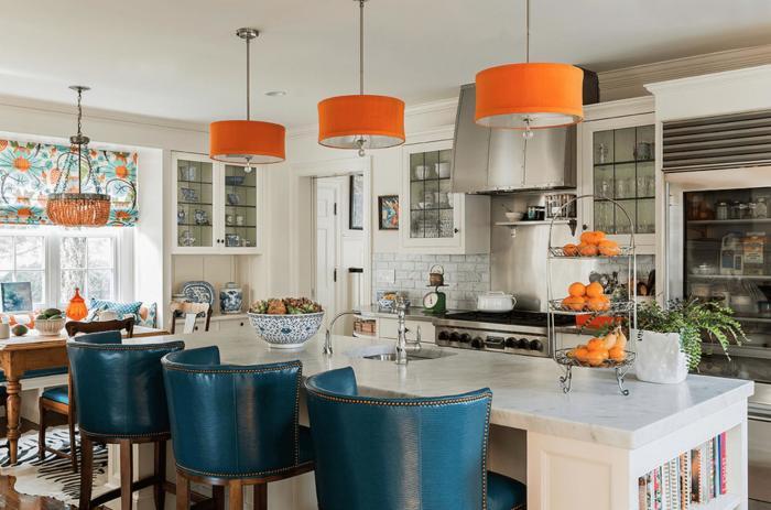 Синий плюс оранжевый – популярное решение для столовых и кухонь.