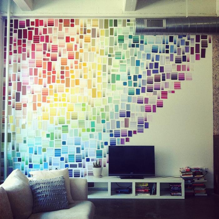 Всё гениальное просто. Бумага для заметок, цветной скотч для декорирования и другие клейкие элементы быстро оживят любую стену.