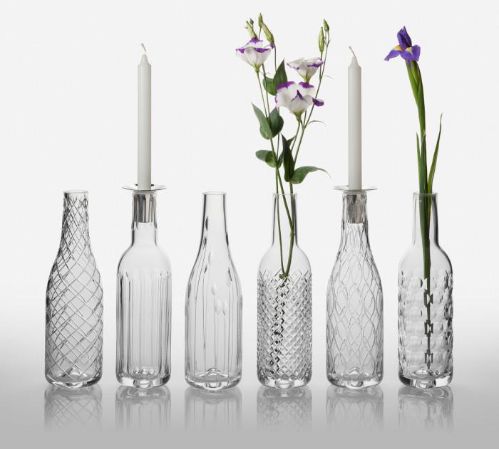 Стоит обратить внимание на стеклянные бутылки, которые остались после застолья. Некоторые из них имеют очень интересную форму. Так что не спешите их выбрасывать. Они ещё долгое время послужат в качестве цветочных ваз.