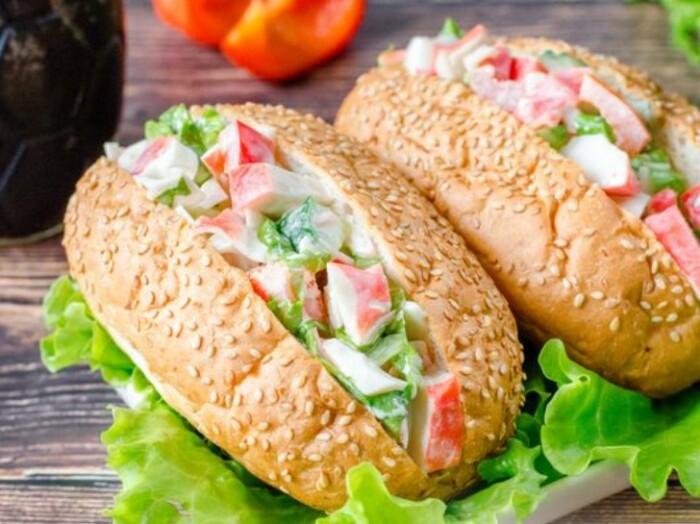 Бутерброды с крабовыми палочками. \ Фото: bosskitchen.com.