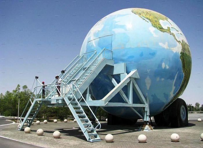 Шейх Хамад, соорудил необычный мобильный дом для путешествий по пустыне.