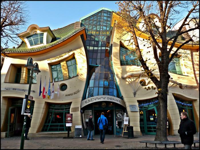 Кривое здание в польском Сопоте прославилось на весь мир.