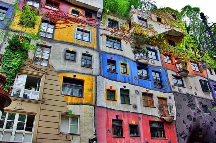 Дома австрийского архитектора Фридриха Хундертвассера всегда необычны и не похожи на другие.