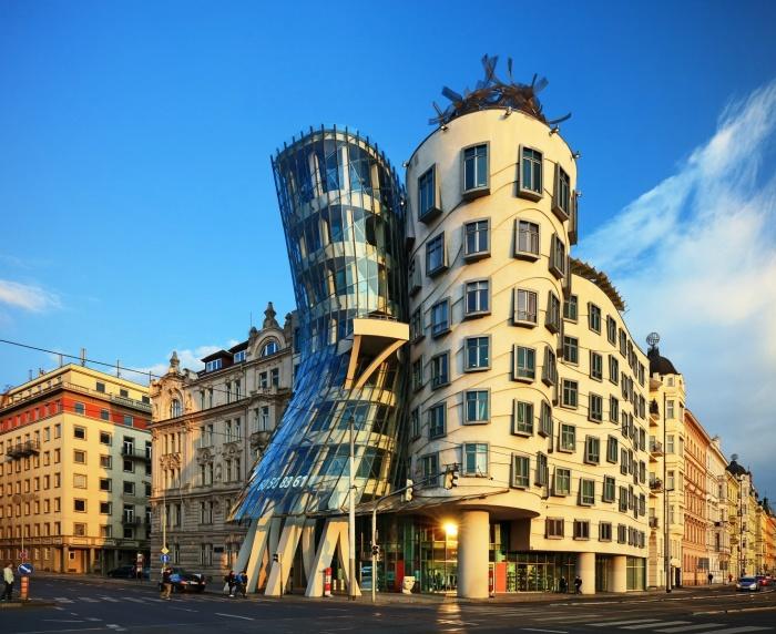 Танцующее здание в Праге.