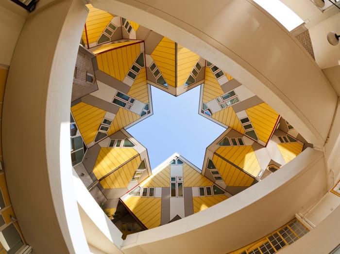 Благодаря своей комфортабельности, здания, построенные по проекту архитектора Пита Блома, быстро обрели жильцов.