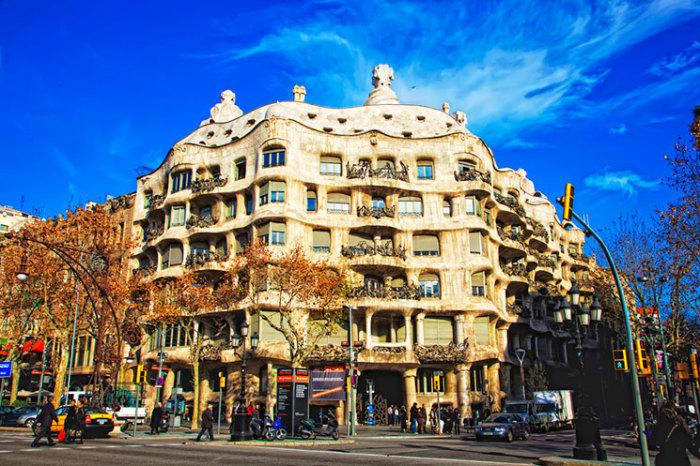 Дом Мила в Барселоне.