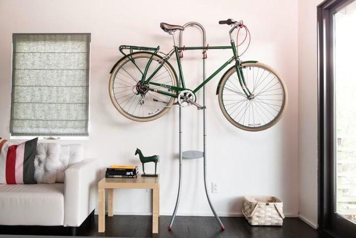 Стены тоже можно использовать для хранения вещей.