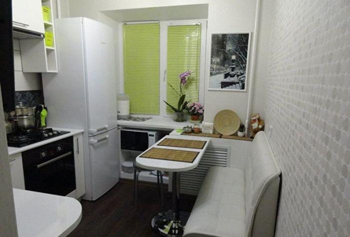 Маленькая, комфортная и стильная кухня.