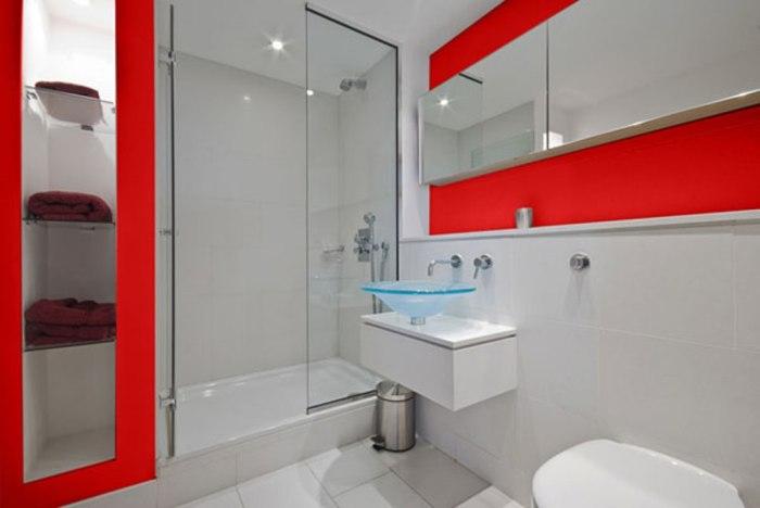 Компактная сантехника - идеальный вариант для маленькой ванной.