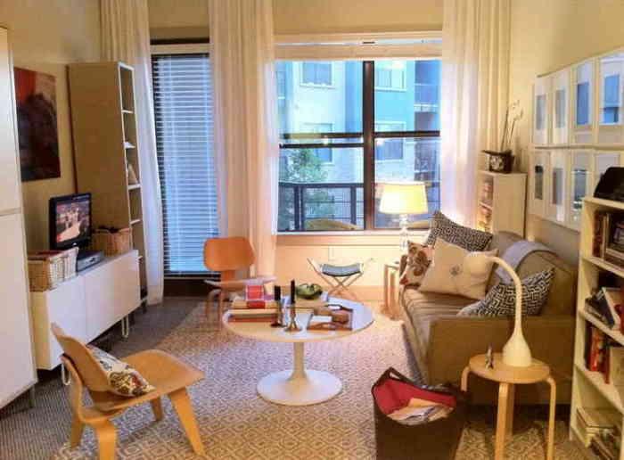 Вариант квартиры-студии подойдет творческой личности или свободным людям, а вот семьям с маленькими детьми лучше оставить стены, чтобы пространство было разделено на зоны.