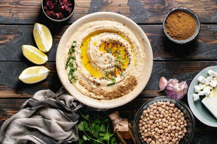 Хумус с добавлением карри. \ Фото: creativemarket.com.