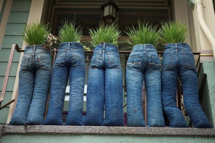 Вазоны из старых джинсов. \ Фото: google.com.ua.