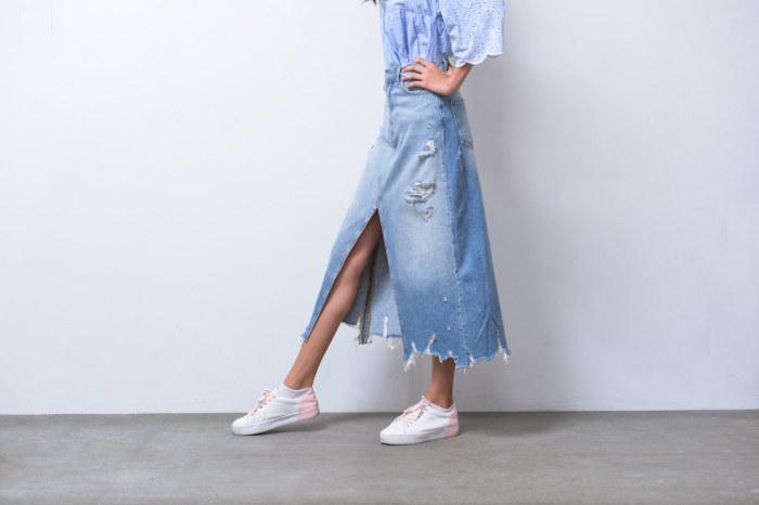 Стильная джинсовая юбка из старых джинсов. \ Фото: westland.ru.