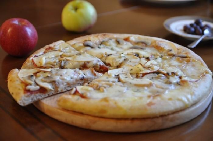 Пицца с яблочной начинкой. \ Фото: livejournal.com.
