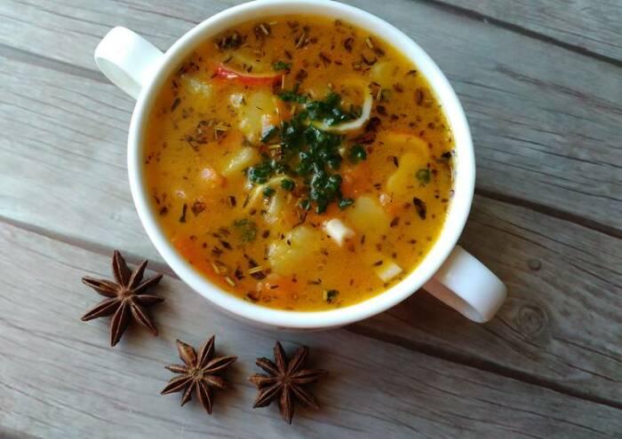 Суп с крабовыми палочками. \ Фото: cookpad.com.