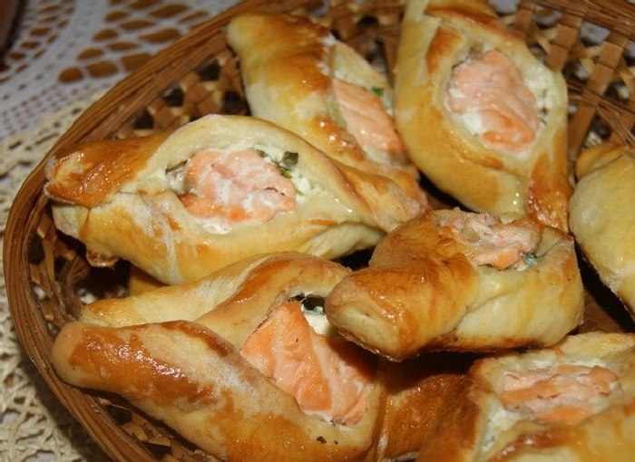 Пирожки с крабовыми палочками. \ Фото: daryaved.com.