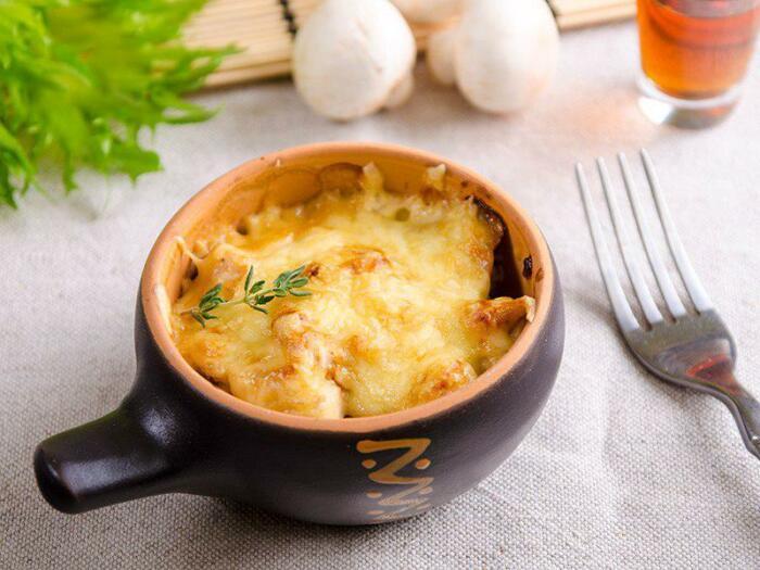 5 рецептов, как приготовить аппетитный жюльен из креветок, вина, помидоров и не только