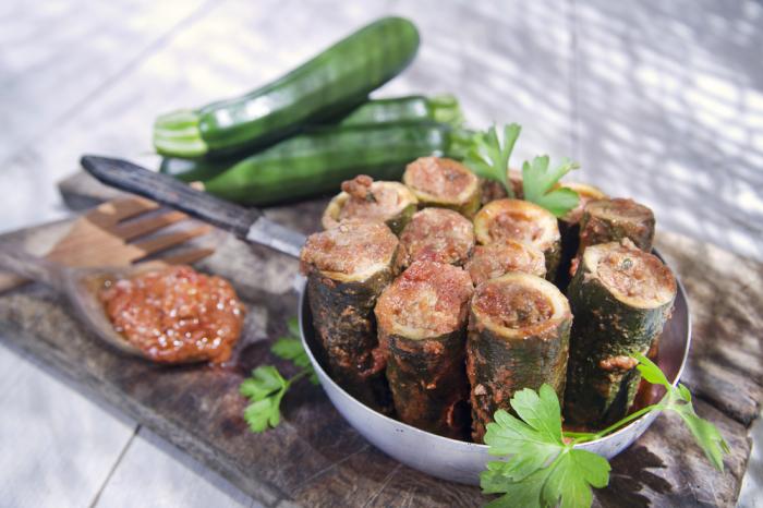 Очень вкусные кабачки с начинкой. \ Фото: segodnya.ua.