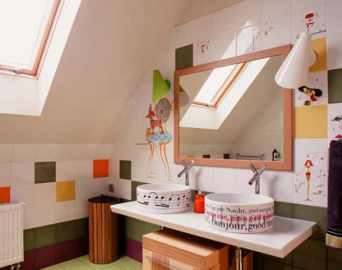 Современное оформление ванной комнаты кафелем.