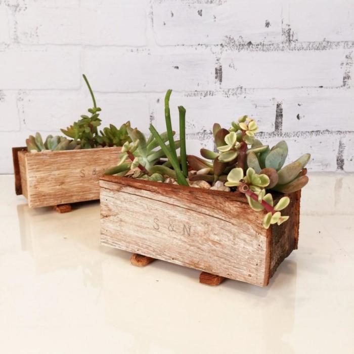 Простое, но оригинальное решение – обычные деревянные ящички.