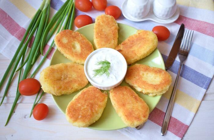 Картофельные котлеты с ветчиной и сыром. \ Фото: google.com.ua.