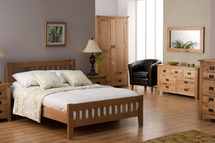 Красивая деревянная мебель для спальни.