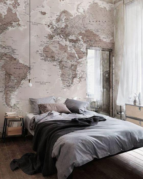 Симпатичные обои с изображением карты - прекрасно подойдут для спальной комнаты.