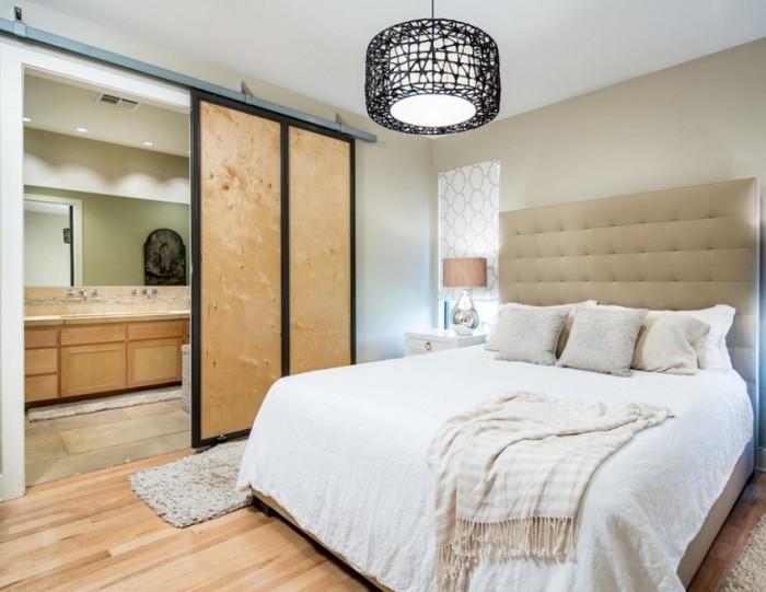 Чтобы выгодно подчеркнуть минималистское настроение в комнате, оформите её в холодных тонах: белый, серый, бледно-голубой.