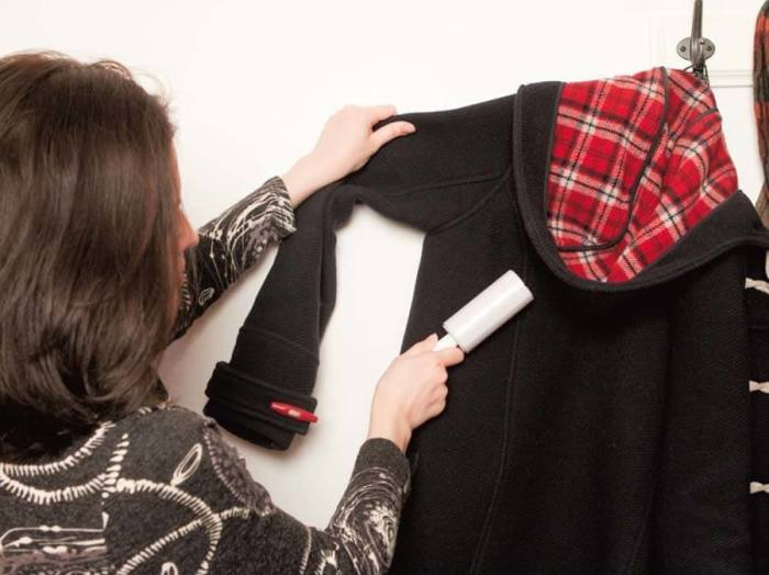 Не забывайте чистить вещи. Особенно тёмные. \ Фото: favoritti.com.