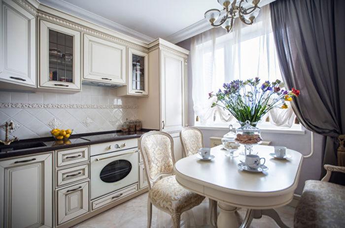 Такой дизайн придаст кухне аристократичный вид, сделает ее образцом гармонии и чистоты.