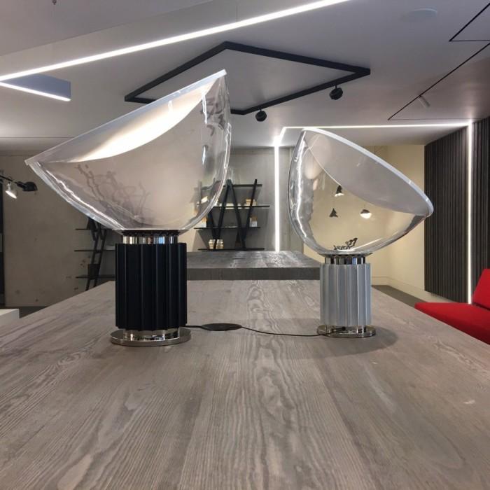 Особого внимания достойны лампы со стеклянным абажуром. Они могут быть всевозможной формы — классической или минималистичной.