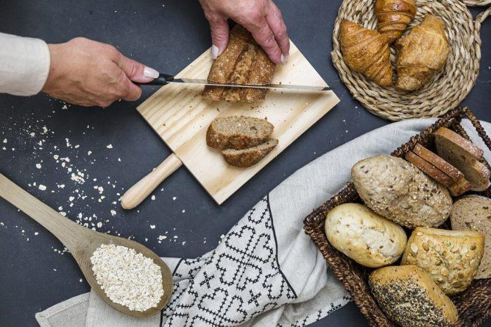 Лайфхак по нарезке хлеба. \ Фото: jumboalacarta.com.ar.