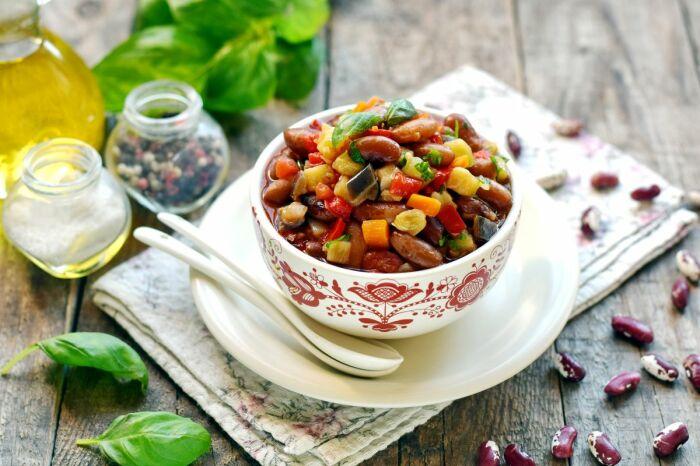 Фасоль, тушёная с овощами. \ Фото: news.noteru.com.