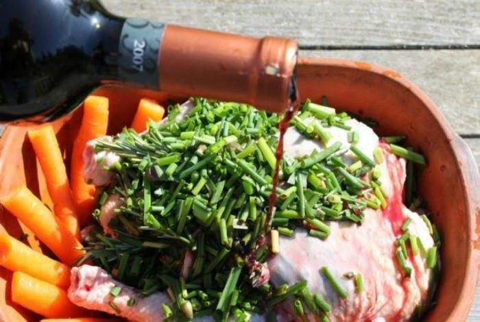 Используем недопитое вино для готовки. \ Фото: belok.net.