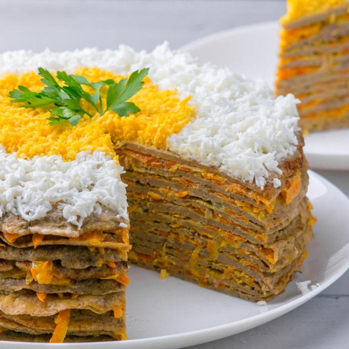 Печёночный торт с картошкой. \ Фото: wyspaukraina.wordpress.com.