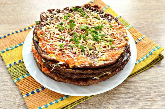 Печёночный торт с блинчиками. \ Фото: photorecept.ru.