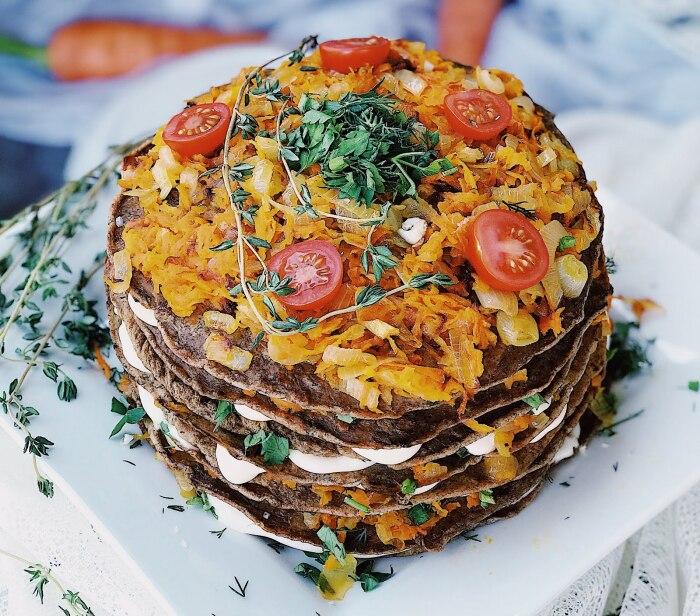 Печёночный торт с капустой. \ Фото: blogspot.com.