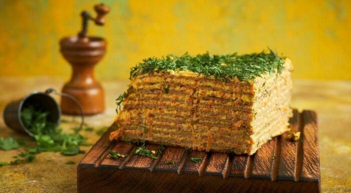 Печёночный торт с грибами. \ Фото: pinterest.ru.