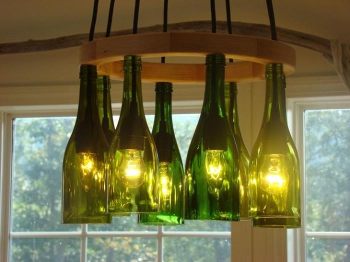Остались бутылки из-под шампанского или пива? Не спешите выбрасывать. Ведь из запросто можно использовать для создания люстры.