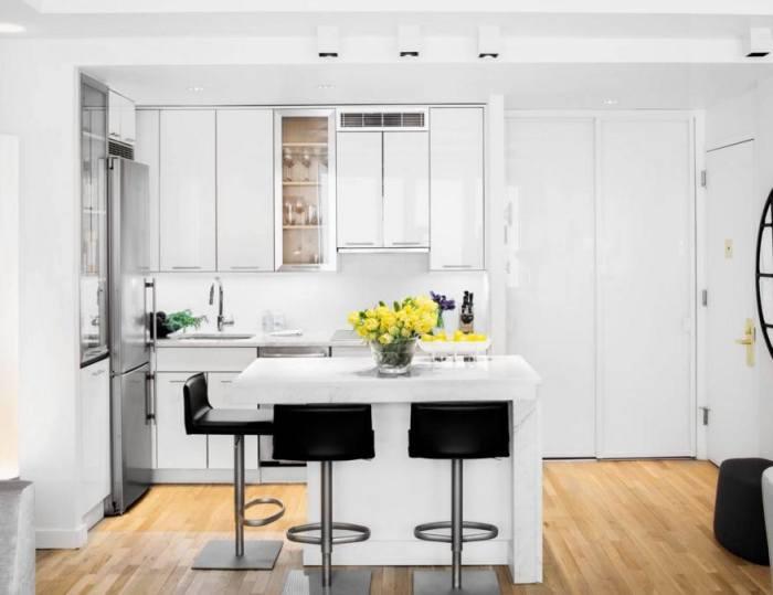 Белый — лучший друг небольшой кухни.