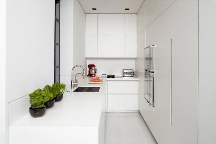 Небольшие элементы декора, минимум цвета, чёткие границы и хорошее освещение дарит ощущение безграничного  простора.