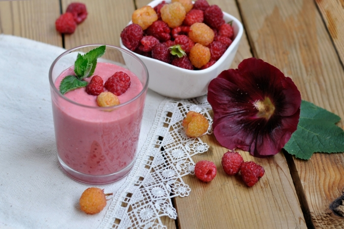 Малиновый смузи. \ Фото: receptisalatov.com.