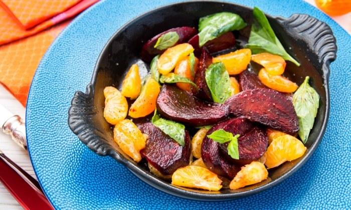 Салат со свеклой и мандаринами. \ Фото: vlasno.info.