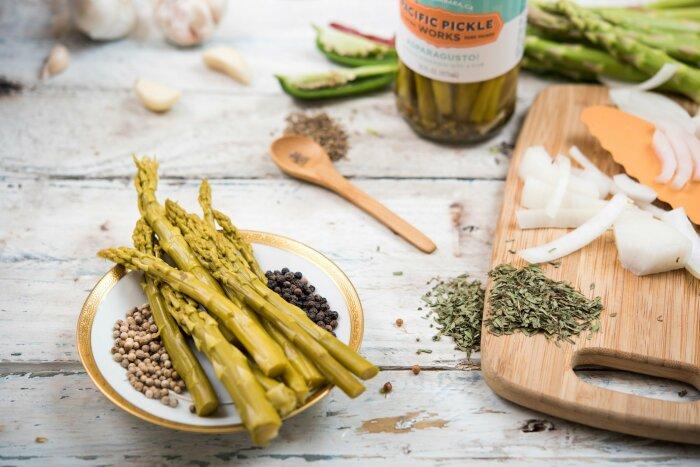 Что закатать в банки: 8 небанальных рецептов маринадов и солений для всей семьи