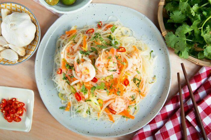 Фунчоза с морепродуктами. \ Фото: asianfoodnetwork.com.