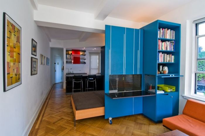 Многофункциональный шкаф-трансформер для малогабаритной квартиры.