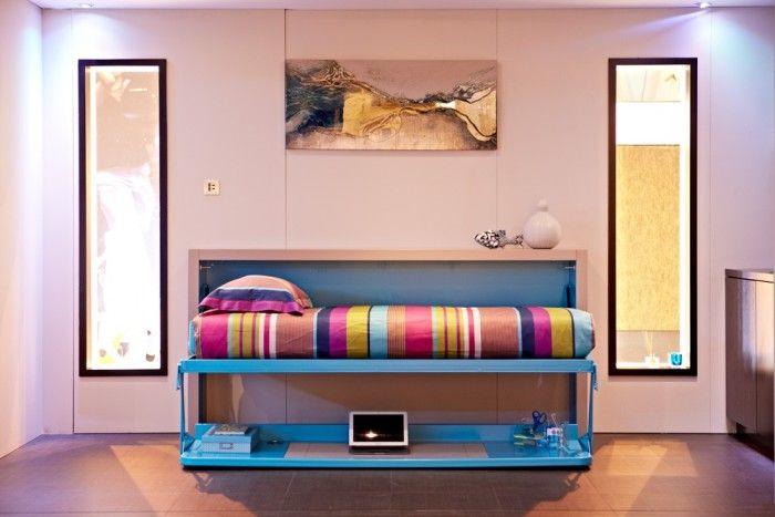 Комод-стол, трансформированный в спальное место.