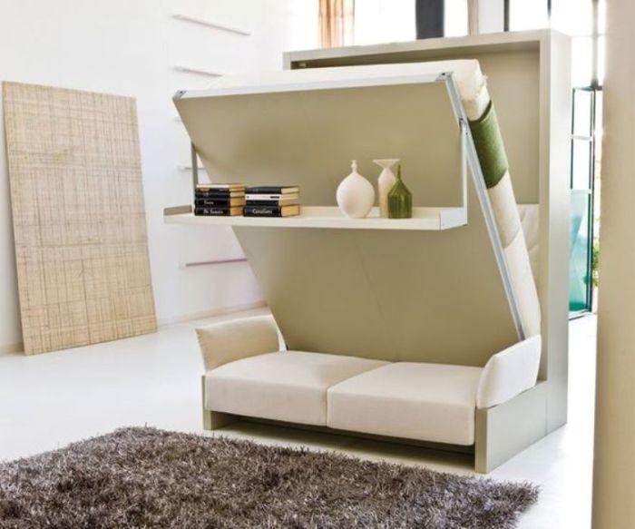 Кровать-трансформер легко превращается в уютный диван с навесной полочкой.