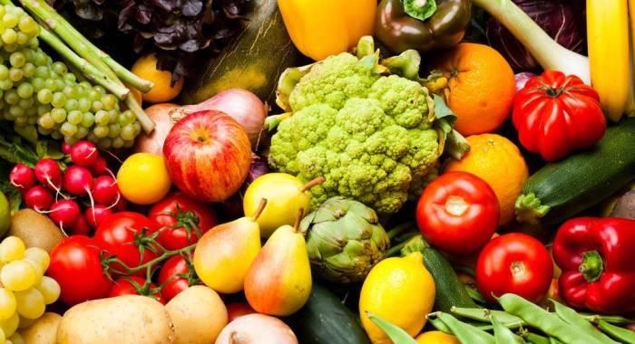 Не забывайте о фруктах и овощах. \ Фото: ogorodniki.com.