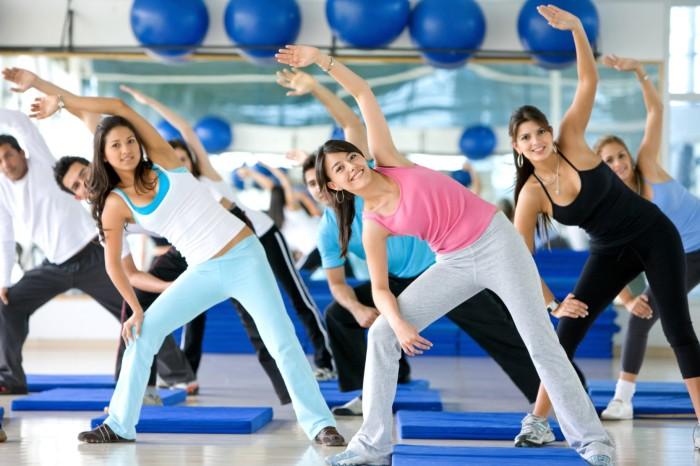 Зарядка и физические упражнения. \ Фото: sportizdorovie.ru.